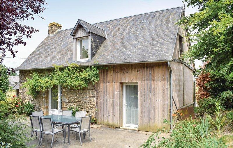 Nice home in Carnet-Saint-James with WiFi and 3 Bedrooms (FNM150), location de vacances à Saint-Germain-en-Coglès
