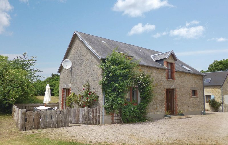 Beautiful home in Brucheville with WiFi and 2 Bedrooms (FNM278), holiday rental in Saint-Come-du-Mont