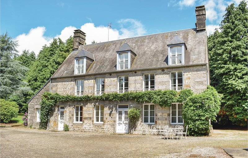 Beautiful home in St Clément Rancoudray with 7 Bedrooms (FNM410), holiday rental in Sourdeval