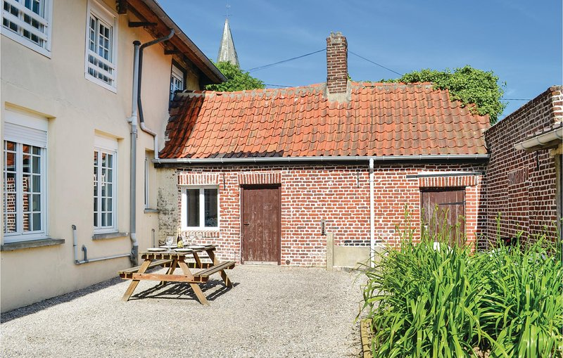 Beautiful home in Volckerinckhove with WiFi and 5 Bedrooms (FNN003), casa vacanza a Watten