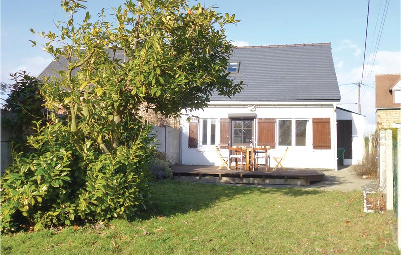 Beautiful home in Moulines with 2 Bedrooms and WiFi (FNM451), location de vacances à Savigny-le-Vieux