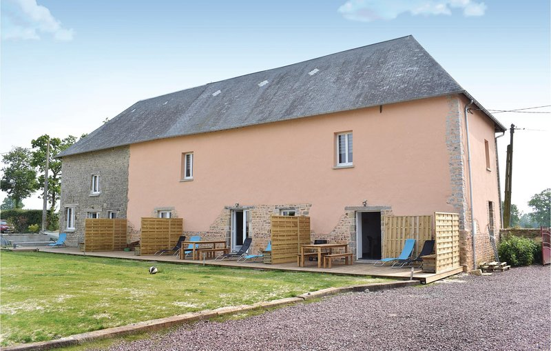 Nice home in Sainteny with WiFi and 1 Bedrooms (FNM469), holiday rental in Periers
