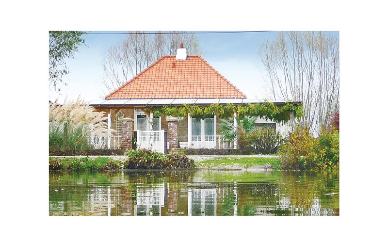 Beautiful home in Houlle with 2 Bedrooms (FNP077), aluguéis de temporada em Wizernes