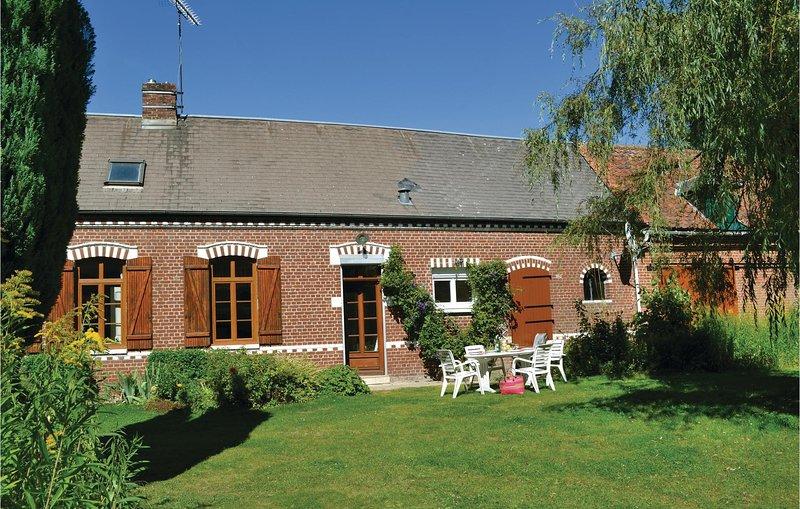 Stunning home in Thievres with 3 Bedrooms (FNP093), aluguéis de temporada em Acheux-en-Amienois