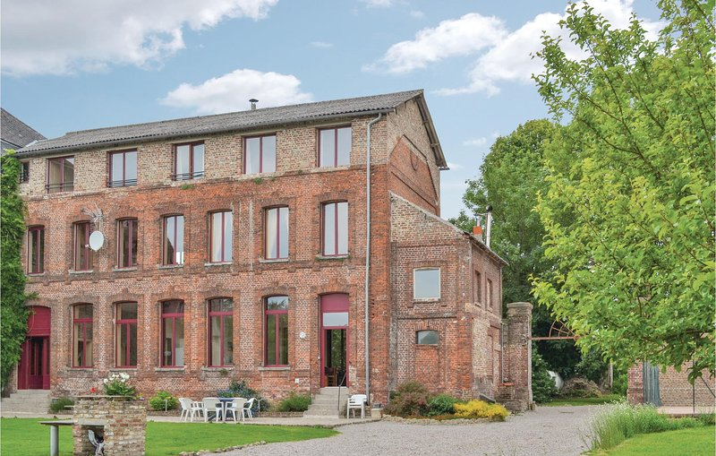 Nice home in Quiestede with WiFi and 5 Bedrooms (FNP035), aluguéis de temporada em Wizernes