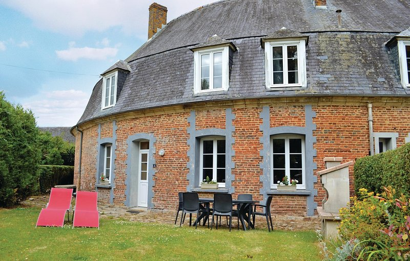 Stunning home in Gouy St. Andre with WiFi and 3 Bedrooms (FNP043), holiday rental in Buire-le-Sec