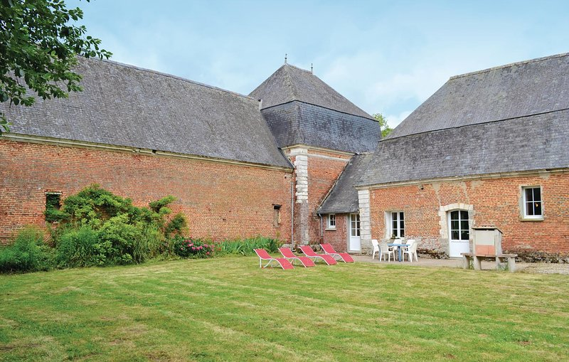 Awesome home in Gouy Saint Andre with WiFi and 2 Bedrooms (FNP137), holiday rental in Buire-le-Sec