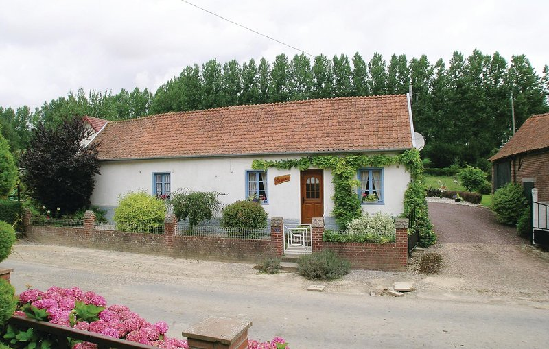 Beautiful home in Caumont with WiFi and 3 Bedrooms (FNP102), holiday rental in Beauvoir Wavans