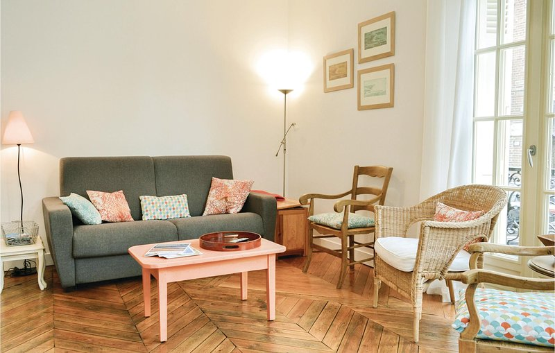 Amazing home in Mers-les-Bains with WiFi and 2 Bedrooms (FNR042), holiday rental in Eu