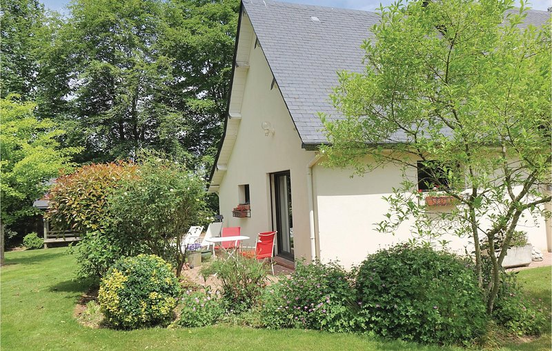Beautiful home in Ectot L'Auber with WiFi and 1 Bedrooms (FNS013), location de vacances à Berville