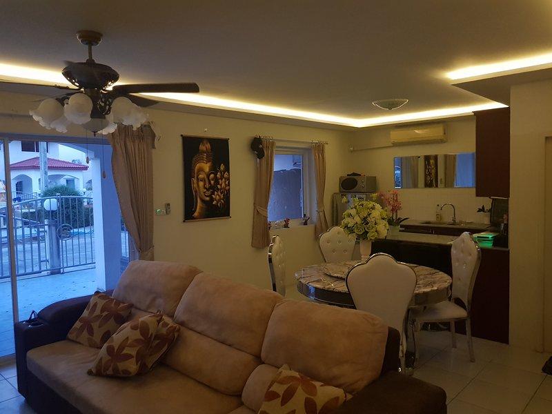 Newly renovated house with jacuzzies, aluguéis de temporada em Nong Prue