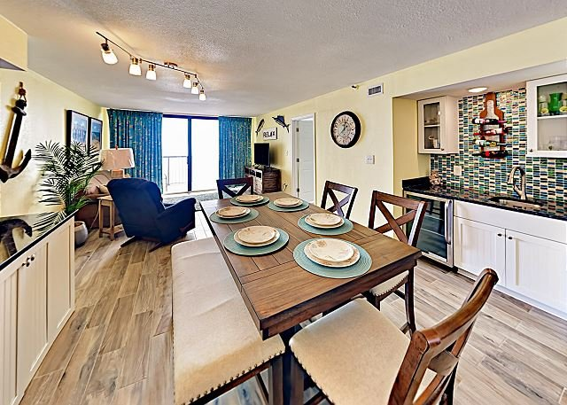 Oceanfront Penthouse | Community Pool & Hot Tub | 1 Mile to Barefoot Landing, holiday rental in North Myrtle Beach