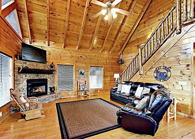 Family-Friendly Hideaway w/ Balconies, Theater, Game Room & Private Hot Tub, vakantiewoning in Sevierville
