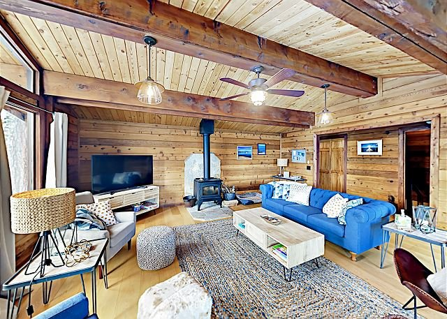 Remodeled Mountain Cabin w/ Lake Tahoe & Heavenly Mountain Views, aluguéis de temporada em Glenbrook