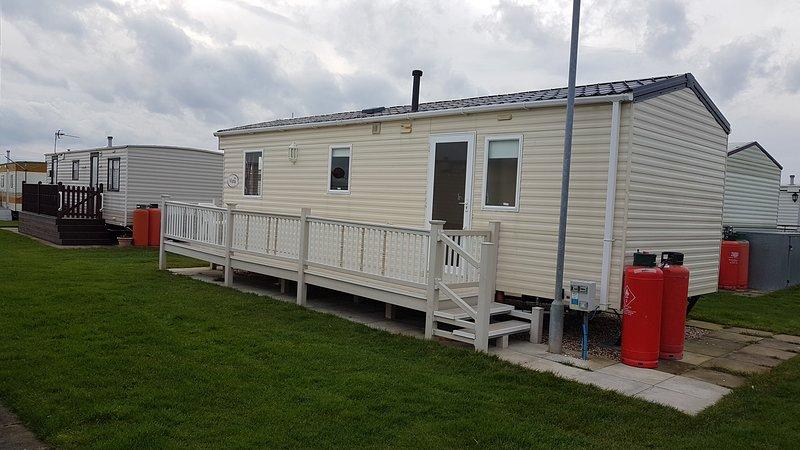 2 Bedroom caravan silver beach Ingoldmells, vacation rental in Skendleby