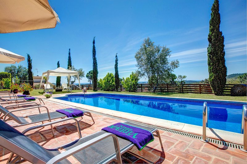 Vall-Llobrega Villa Sleeps 10 with Pool Air Con and WiFi - 5604541, vacation rental in Vall-Llobrega