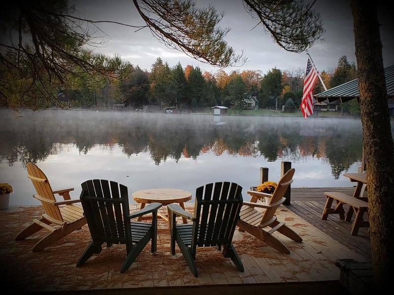 Camp Loon - An Unforgettable Gathering Place In The Heart of The Adirondacks!, alquiler de vacaciones en Eagle Bay