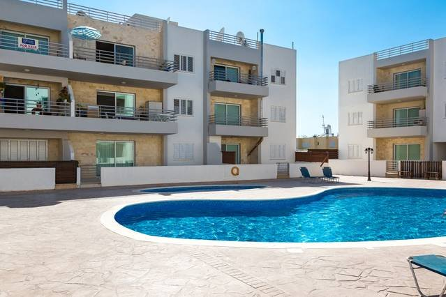 Modern 1 Bedroom Apartment with Communal Pool E32, holiday rental in Dherinia