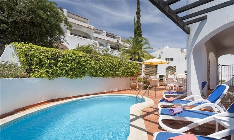 Casa Bella - 3 bed apartment with private pool close to Tennis Academy, vacation rental in Almancil