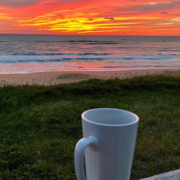 Disfruta de tu café o té de la mañana en el balcón privado.