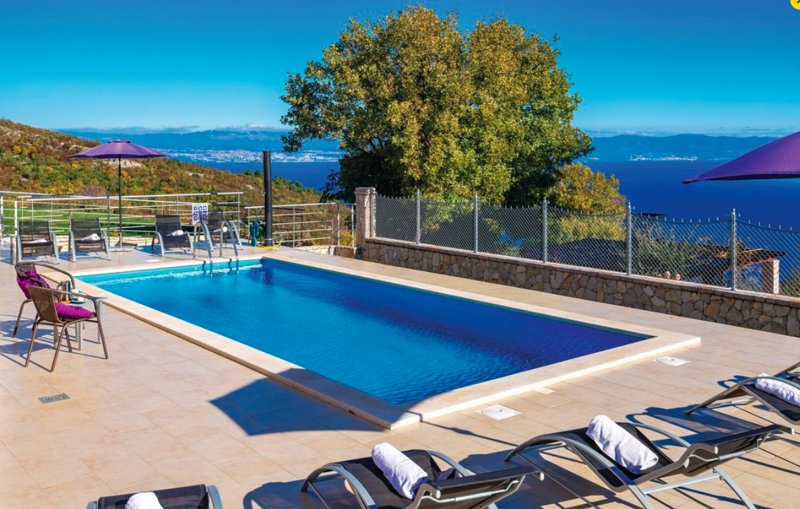 Gorgeous sea-view villa with pool, jacuzzi & BBQ, casa vacanza a Brsec