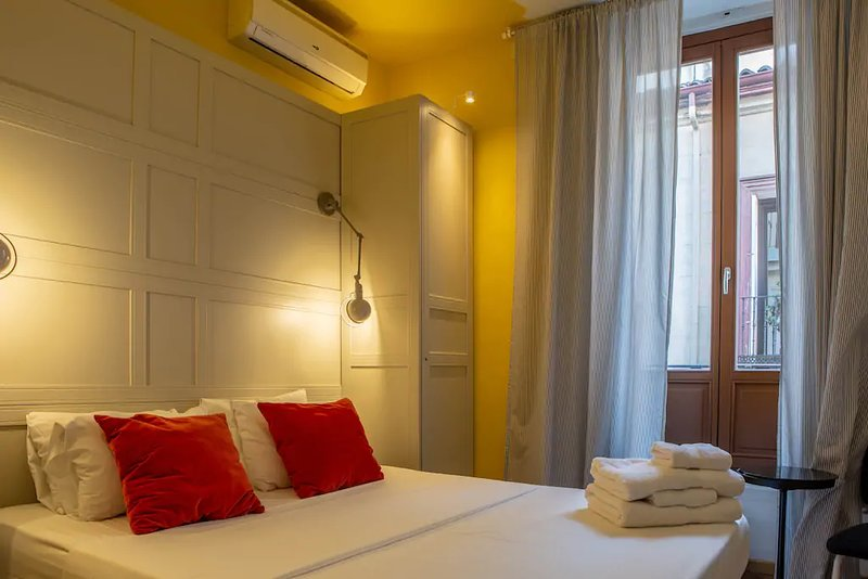 Big and Modern Apartment next to Gran Via!, holiday rental in Madrid