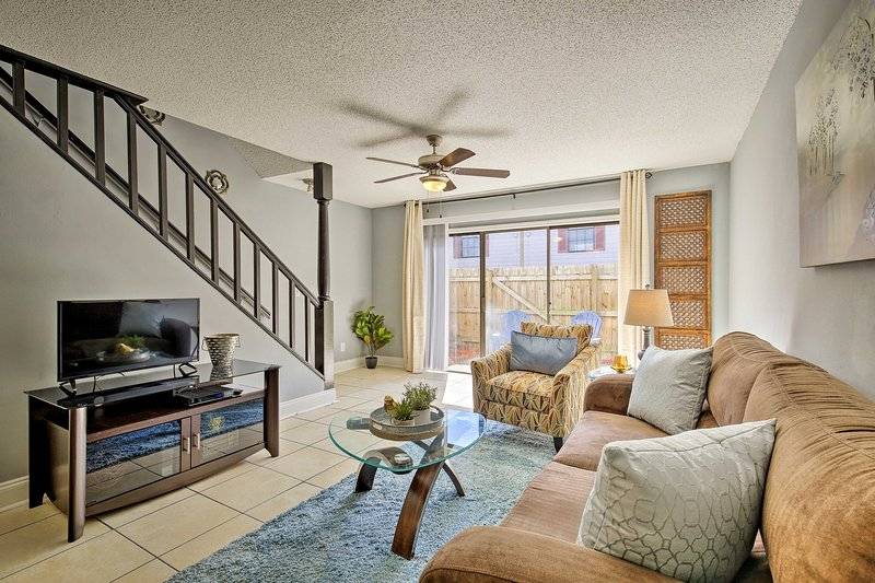 Tampa Townhome w/ Pool Near Top Attractions!, holiday rental in Temple Terrace