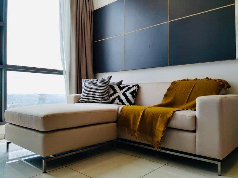 Bukit Bintang, Penthouse Suite - 500m to MRT | KLCC | Vacation | Family, vakantiewoning in Kuala Lumpur