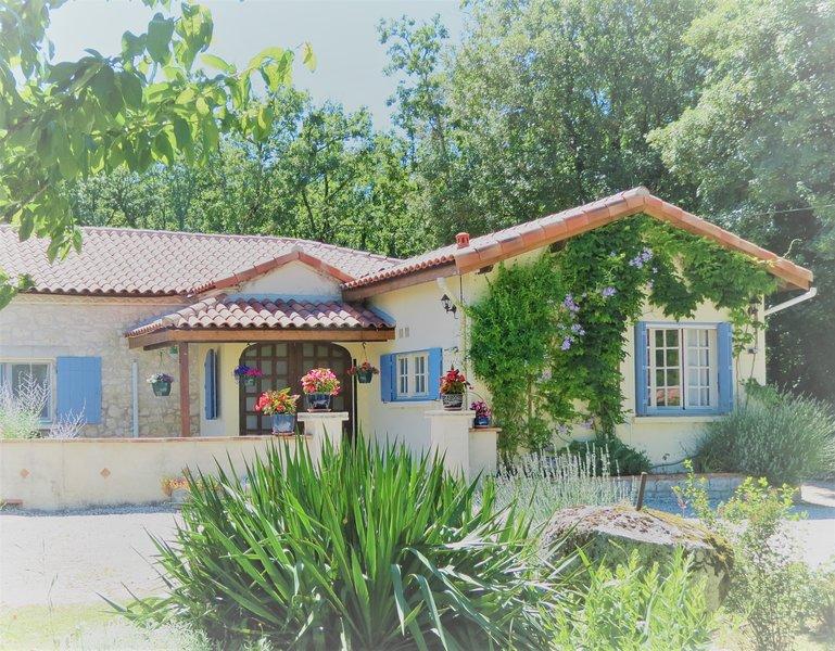 Le Cottage at Las Razes peaceful, comfortable accommodation for 4, location de vacances à Touffailles