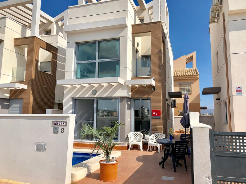 Rhosa- 3 bed Villa ,Private pool, Close to Beach, Registered with Tourist Board – semesterbostad i Puerto de Mazarron