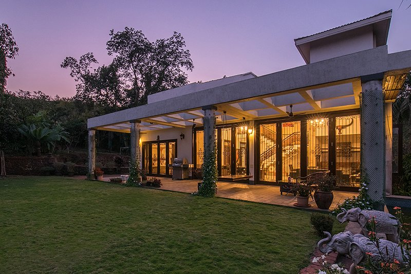 Shiraz Villa by Vista Rooms, vacation rental in Khandala