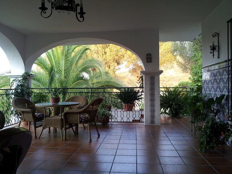 Amazing villa with swimming-pool, location de vacances à Cerro Muriano