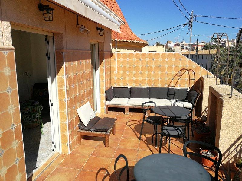 Stylish Penthouse with Castle Views, aluguéis de temporada em Rojales