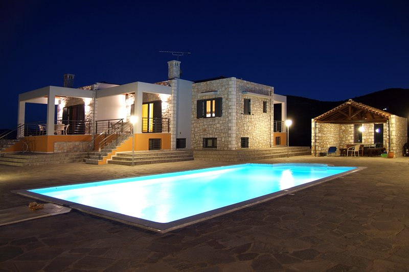 'Lemonia' Luxury Villa Apartment, vacation rental in Paralio Astros