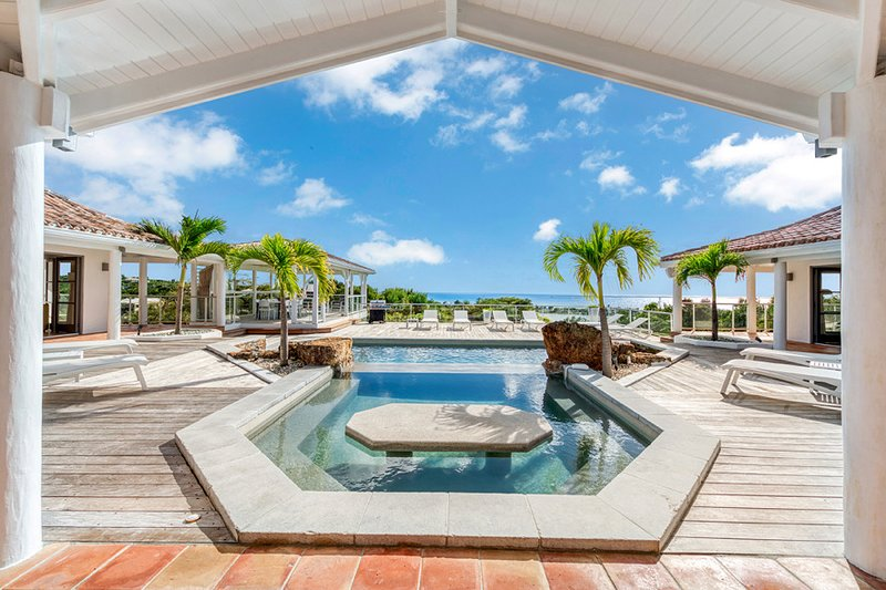Beautiful Fountain ... 5BR vacation rental in Terres Basses, St. Martin