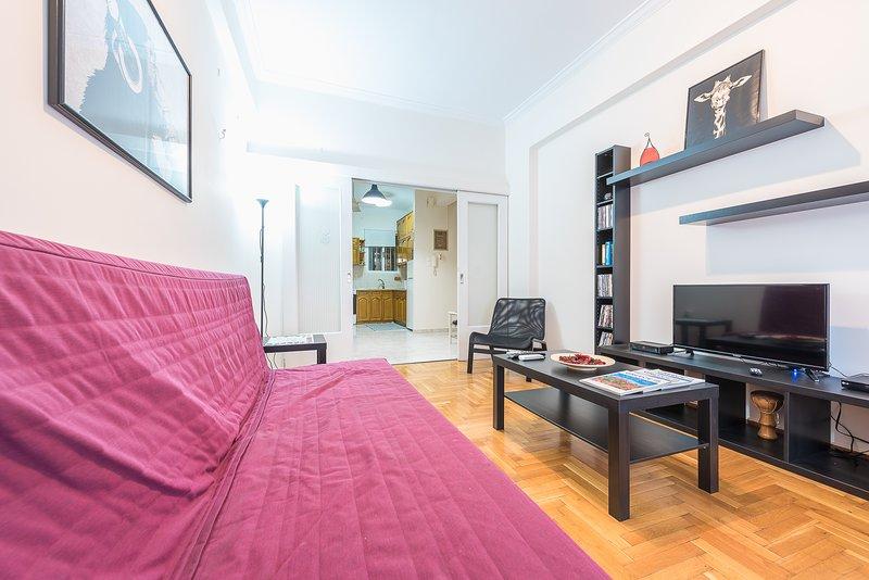 Cozy 2 Bedroom Apartment by Cloudkeys, alquiler de vacaciones en Atenas