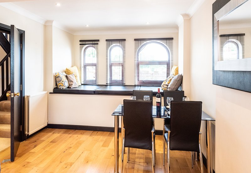 Stunning Modern and Fully Equipped Kitchen - Dining for 4 people with window seating area