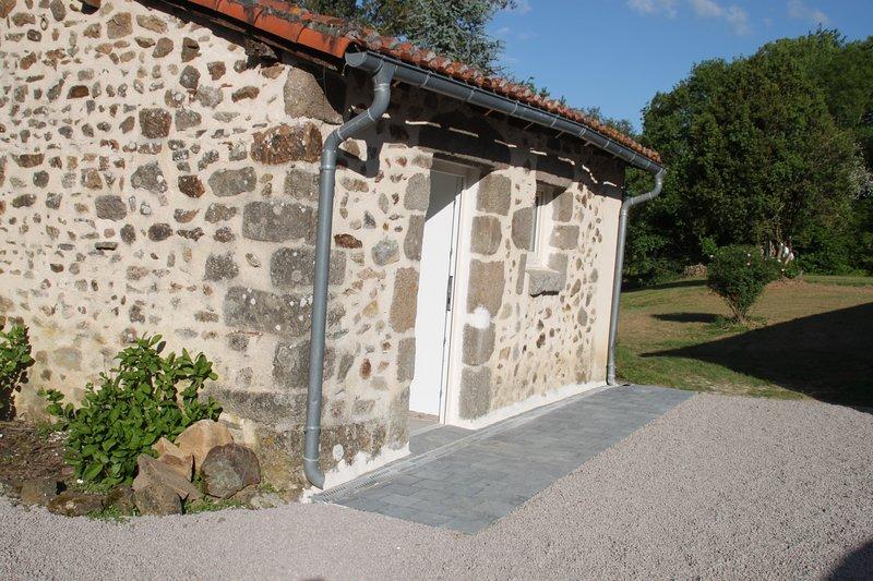 Chambre d'hôte au calme en pleine nature, casa vacanza a Manot