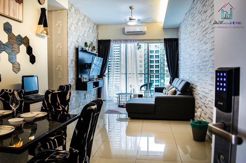 J&J Vacation Home #Luxury#3BR#greatview#MLK#10pax, alquiler vacacional en Durian Tunggal