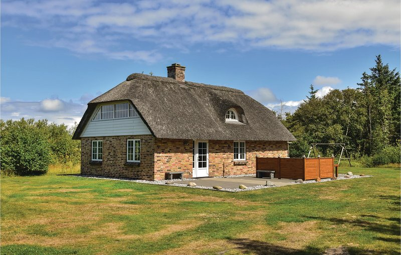 Amazing home in Ulfborg w/ WiFi and 3 Bedrooms, holiday rental in Thorsminde