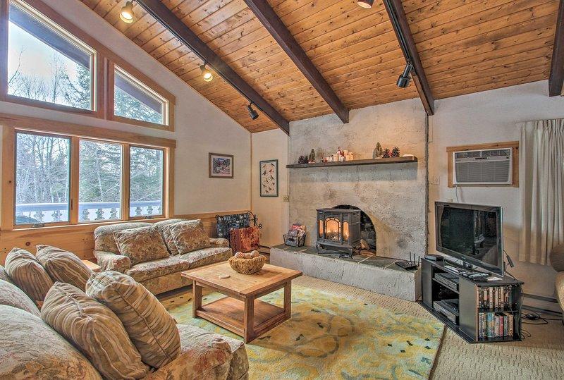 Chalet 5 Min to Attitash Mtn, Jackson & Story Land, vacation rental in Glen