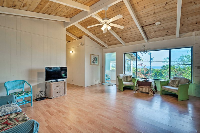 Este aluguer de férias possui um espaço aberto, 2 quartos e 1. 5 banheiros.