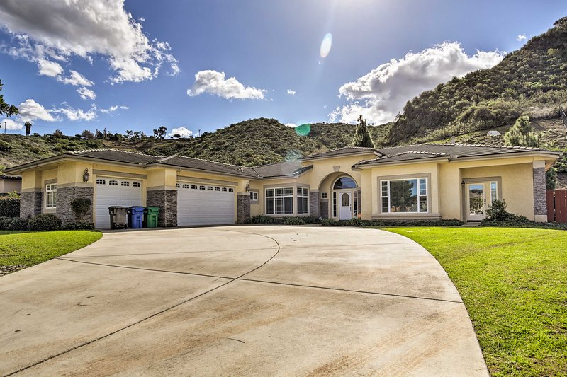 Luxe San Diego Area Family Home w/ Game Room+Views, holiday rental in El Cajon
