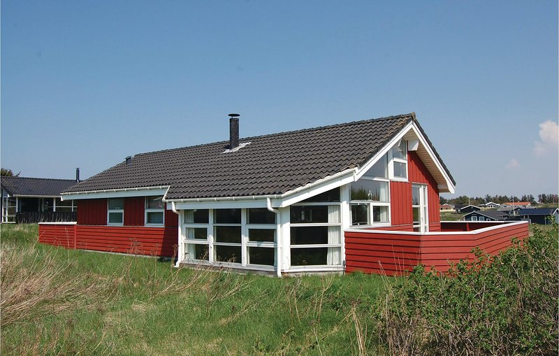 Beautiful home in Hjørring w/ Sauna, WiFi and 3 Bedrooms, casa vacanza a Lonstrup