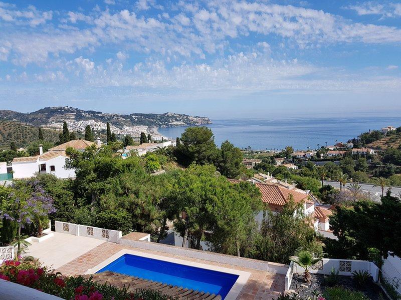 Villa con maravillosas vistas de la bahía, alquiler de vacaciones en La Herradura