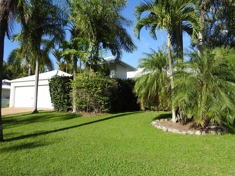CASA BREEZE HOLIDAY HOME PALM COVE, vacation rental in Palm Cove