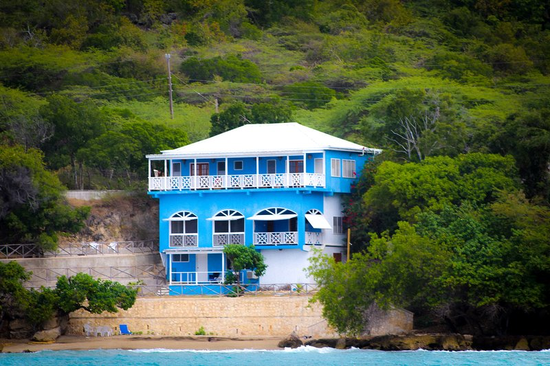 Cliffside Cove - Modern Villa on Private Beach, vacation rental in Saint Elizabeth Parish