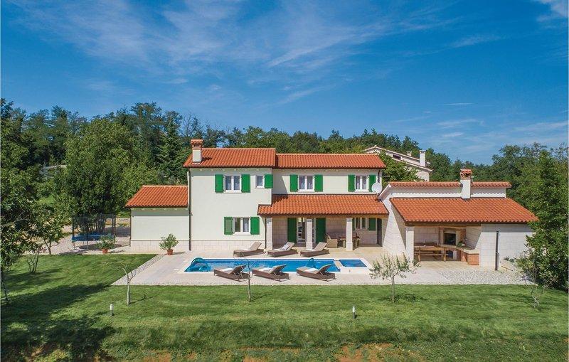 Stunning home in Pican with WiFi and 4 Bedrooms (CIC937), alquiler de vacaciones en Sveta Katarina
