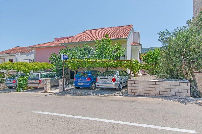 Apartments Božjidar, holiday rental in Rudina