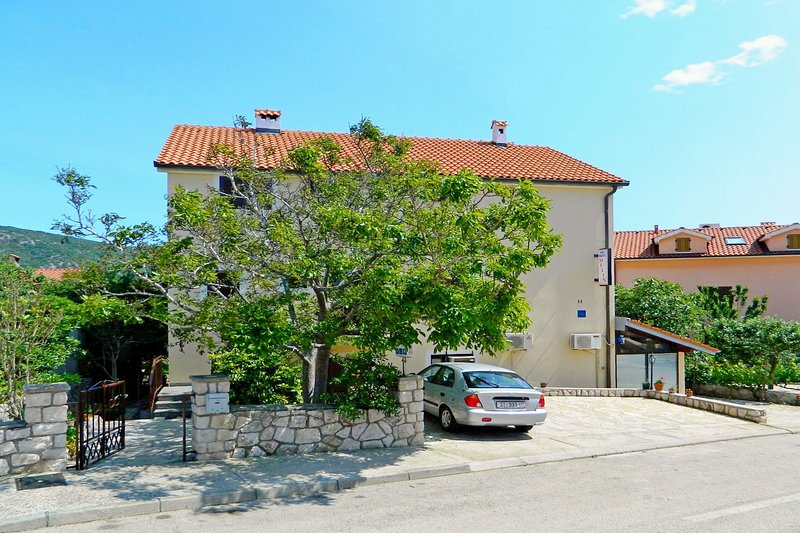 Apartments Kristina, holiday rental in Cres